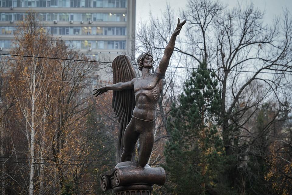 Первый в России памятник Нурееву появился в Казани