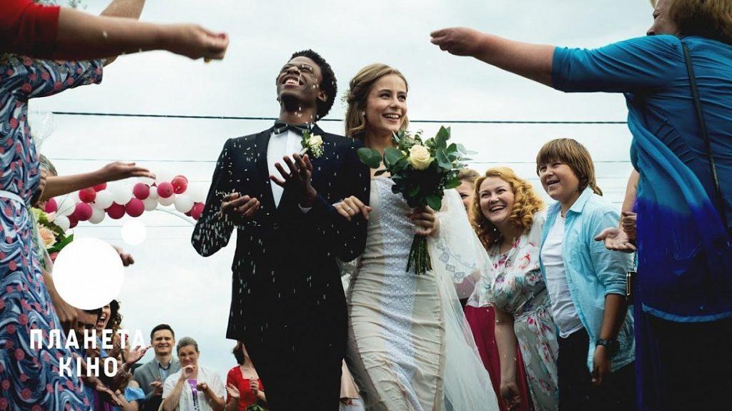 Безумная свадьба (16+) - веселая история о том, как важно принимать менталитет другой нации.