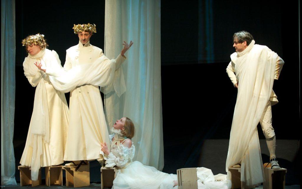 Сказка для взрослых, написанная Шекспиром, вызывает восторг у зрителей