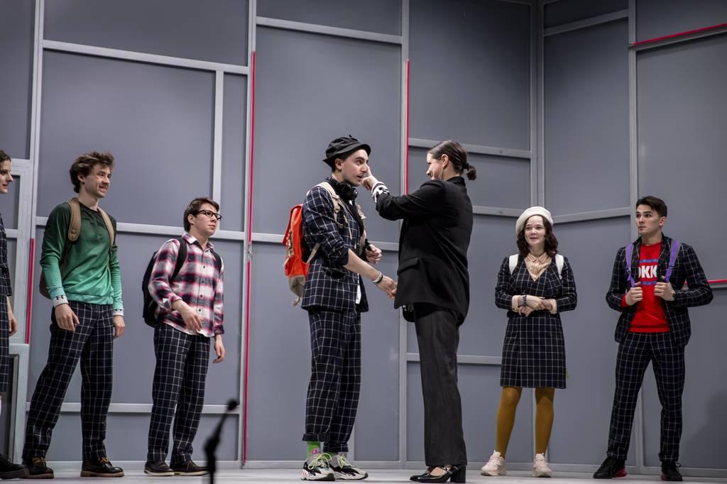 Спектакль, который коснулся всех - рецензия на спектакль «Всем кого касается» в «Сатириконе»